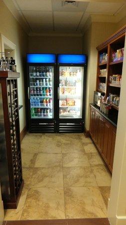 Hampton Inn & Suites Orlando Airport @ Gateway Village: Snacks