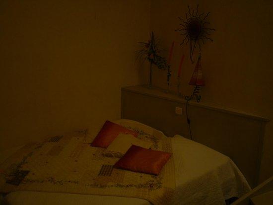 Le vieux Moulin de Crillon: Bedroom La Riviere