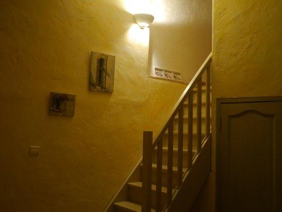 Le vieux Moulin de Crillon: The staircase between bedrooms La Reviere