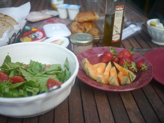 Le vieux Moulin de Crillon : Fresh-air breakfast