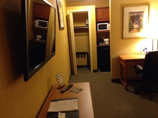 Red Lion Inn & Suites Tucson North Foothills : Room 223