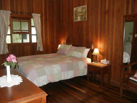 Amamoor Lodge: Callistemon Room
