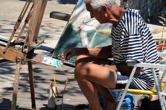 Orlat Bardot : Nas ruas de Búzios,  encontramos artistas po todo lado,  é um lugar de muita inspiração.