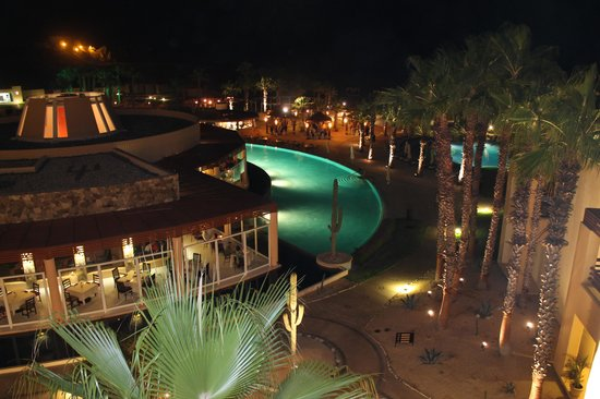 Pueblo Bonito Pacifica Golf & Spa Resort : dining area and pool from our room at night