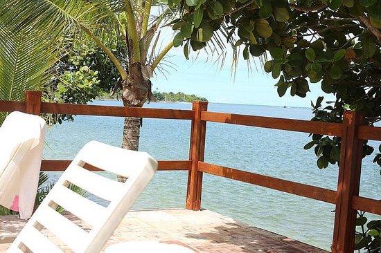 Pousada Gaili : Vista do deck/ terraço da piscina para o rio e praia mais ao fundo