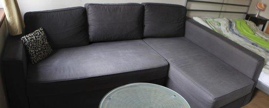 Apartments Praha 6: диван