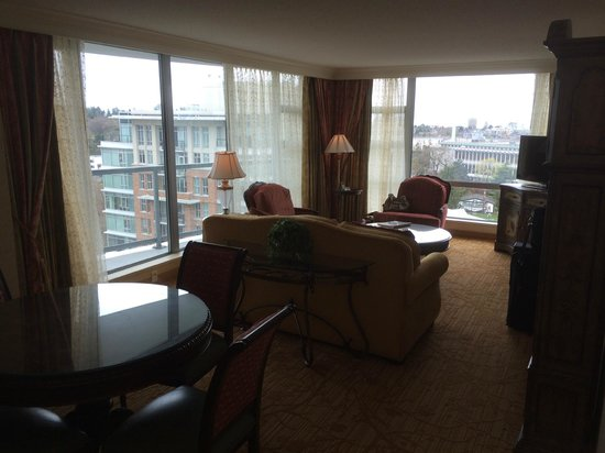 Victoria Marriott Inner Harbour: Front room sitting area