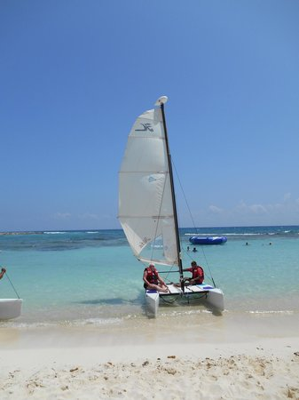 Dreams Puerto Aventuras Resort & Spa: going out into the wild blue yonder on the hobie cat!