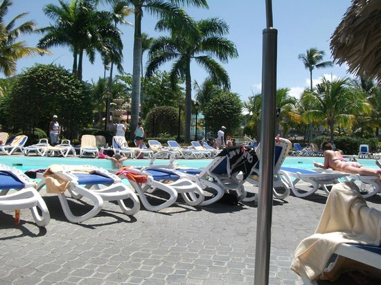 ClubHotel Riu Bachata: crowded pool,but friendly party area if you like this