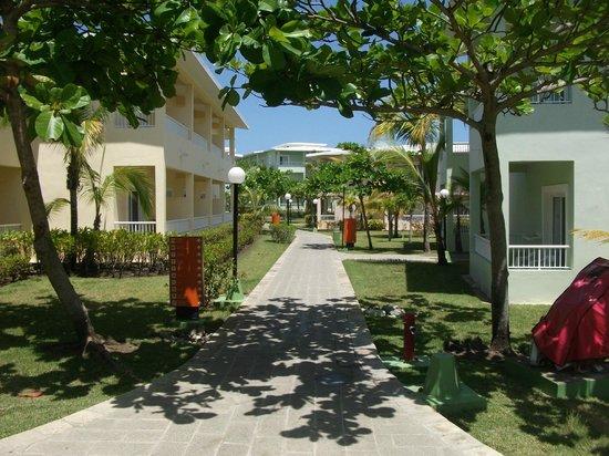ClubHotel Riu Bachata: Walkways