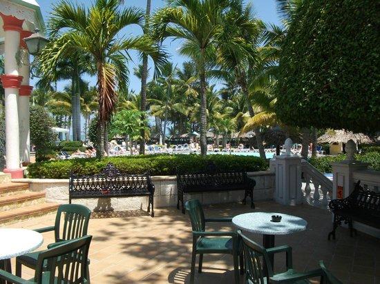 ClubHotel Riu Bachata: Bar seating area