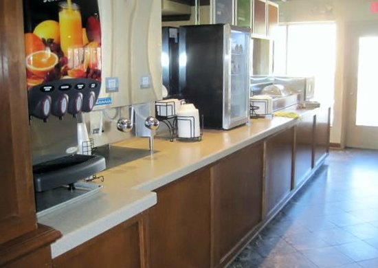 Rodeway Inn & Suites West Knoxville: Beverage center