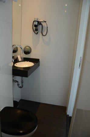 Hotel Piet Hein: salle de bain