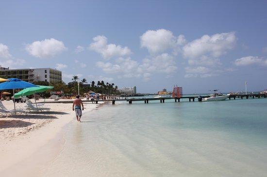 Marriott's Aruba Surf Club: View down the beach