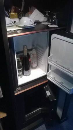 L'Imperial Palace : Mini bar offert boissons sans alcool