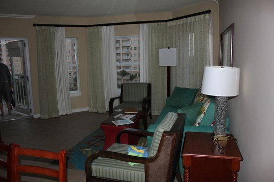 Marriott's Aruba Surf Club: Living room with pull out couch