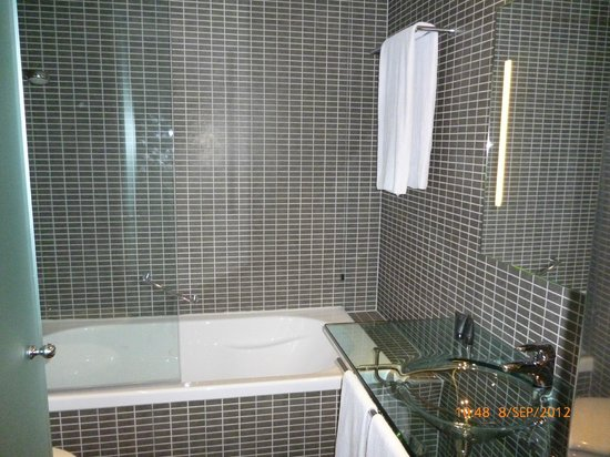 AC Hotel Padova: Bathroom