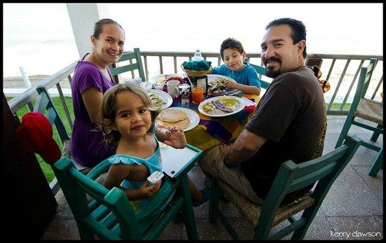 Hotel Barra de Navidad: Dining in Bananas restaurant
