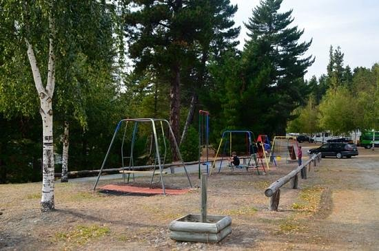 Lake Tekapo Motels & Holiday Park: childrens playground