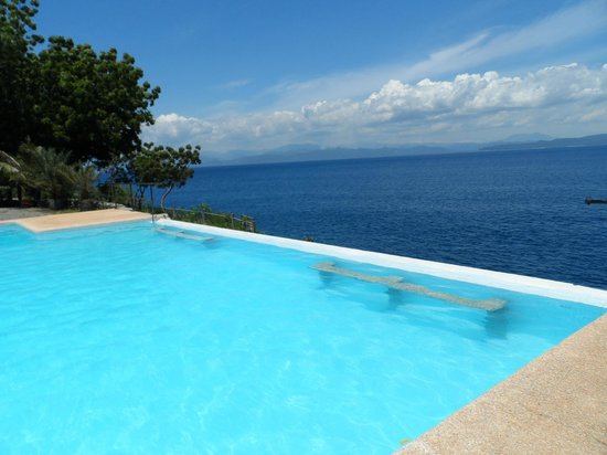 Lemlunay Resort & South Point Divers: Infinity Pool