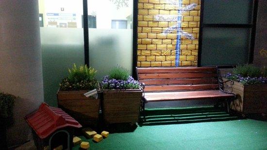 Yellow Brick Hostel : 大門
