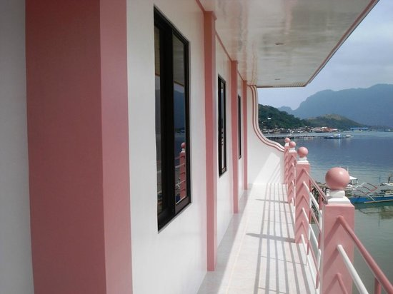 Shirl Baywalk Pension House: INSIDE THE ROOM