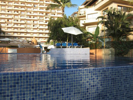 Friendly Vallarta All Inclusive Family Resort: endless pool
