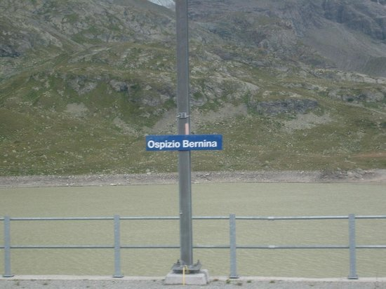 Bernina Pass: Ospizio Bernina station