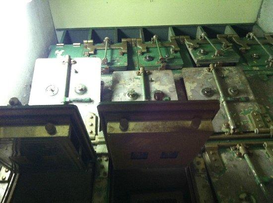 Jacksonville Walking Tours : safety deposit boxes