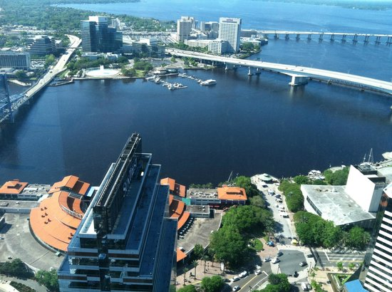 Jacksonville Walking Tours : Landing +  Friendship fountain