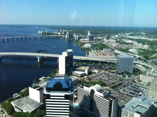 Jacksonville Walking Tours : View Acosta bridge and back CSX building