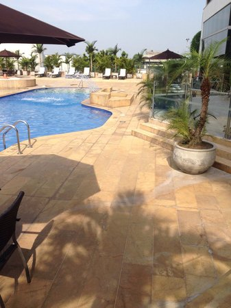 Movich Hotel Pereira: Pool and terrace
