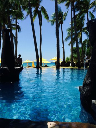 Shangri-La's Boracay Resort & Spa: you can see the view lying the pool jacuzzi