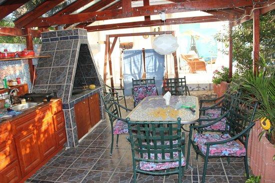 Villa Sunflower: kitchen