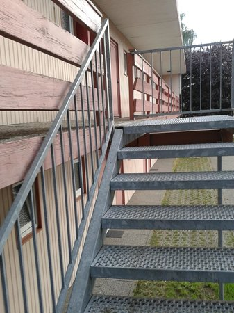"Vahrenwalder Hotel Hannover: Escada para o apartamento  ""economico"""