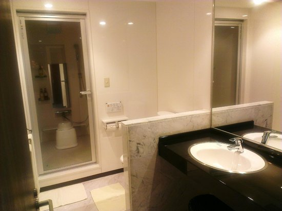 Midosuji Hotel: Bathroom / Toilet