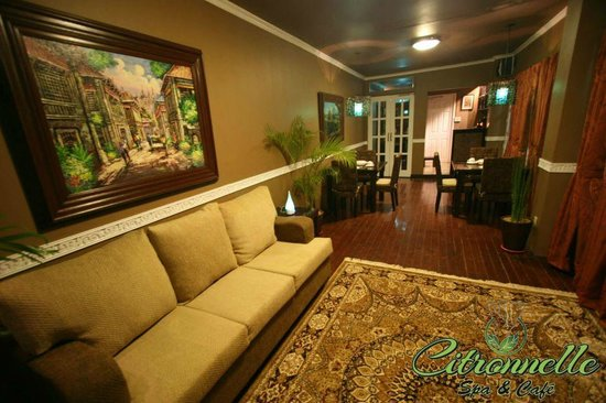 Citronnelle Spa & Cafe: Our main waiting area with dining area