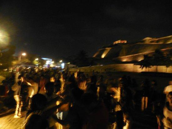 Rumba in Chiva: Castillo San Felipe con la chiva