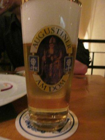 Zum Augustiner: Cerveja Helles