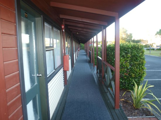Te Anau Kiwi Holiday Park: Front Deck