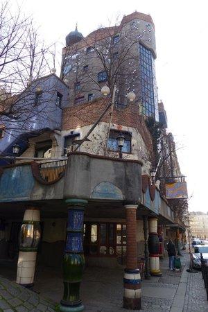 Hundertwasserhaus in winter (5)