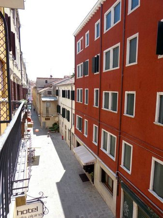 Venice Times Hotel : View from the balcony, cute little street