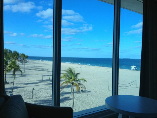 B Ocean Resort Fort Lauderdale: View from our 4th floor room in the Beach Tower