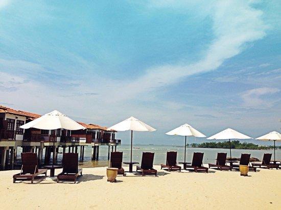 Avillion Port Dickson: The beach is clean.