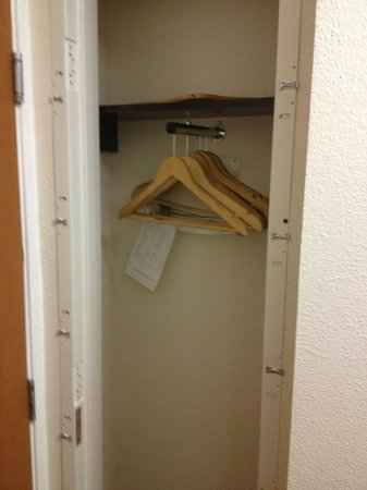 Comfort Inn - Los Angeles / West Sunset Blvd.: Closet... but how can you call this a closet