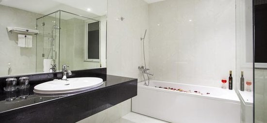 White Snow Hotel Danang : bathroom