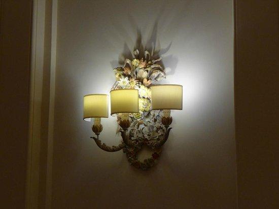 Hotel Francia e Quirinale : ロビーの照明