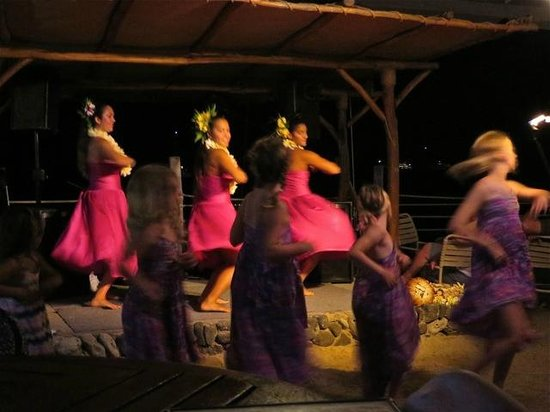 Huggo's On The Rocks: hula dancers