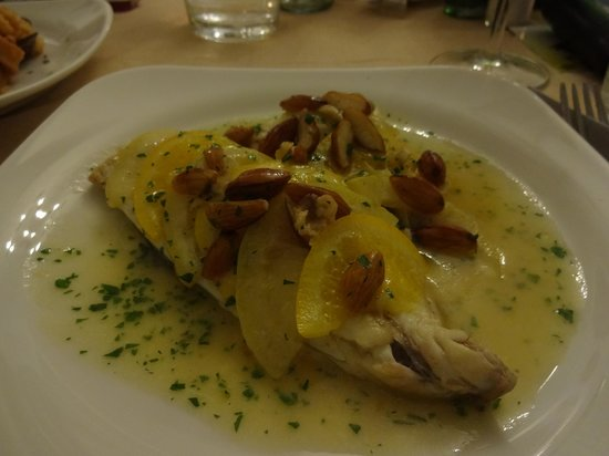 Ristorante Buca di Bacco: Filetto pesce agrumi (15 euros) - muito bom!