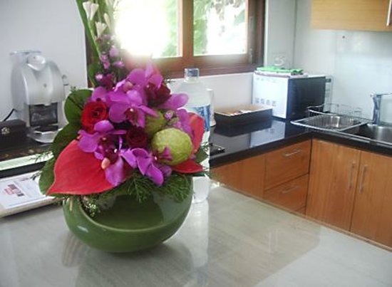 Kakiang Bungalows: スイートKAZEのキッチン